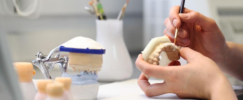 Diş Protez Teknikeri